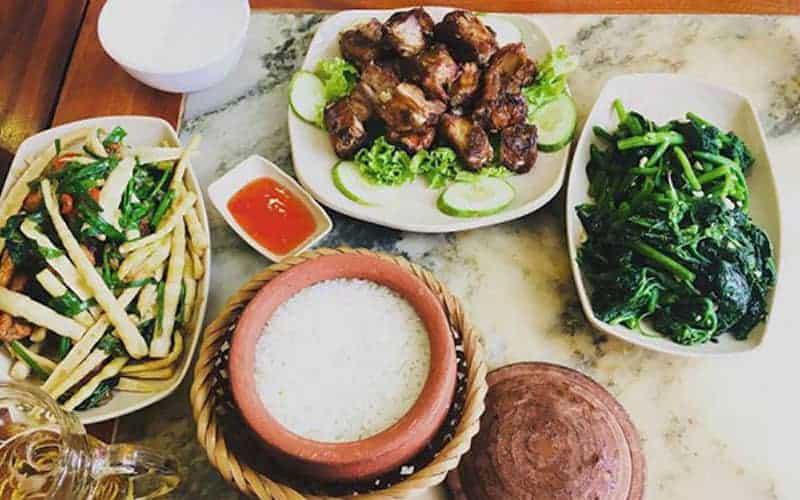 Nhà hàng cơm niêu Việt Nam với những món ăn đậm chất dân tộc